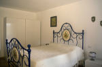 Interno - camera  matrimoniale blu